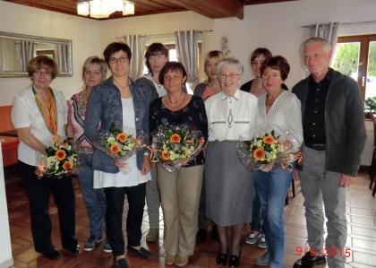 Vorstandschaft 2015: Gaby Strasser, Hannelore Stahl, Rosi Pretzl, Elke Strauß, Ursel Gebhard, Beate Spitzner, Christel Hladik, Melanie Royer, Gunda Duschinger, Hans Duschinger (von links nach rechts)